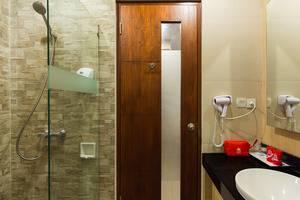 ZenRooms Kuta Tuban Suites - Kamar mandi
