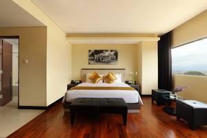 The 1O1 Malang OJ - Kamar Junior Suite dengan 66 m2, Bath Tube dan ruang tamu, dapur juga