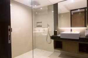 FOX HARRIS Hotel Jimbaran Beach ex. Pramapada Jimbaran Hotel Bali - Bathroom