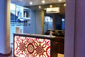 J Hotel Medan - Resepsionis