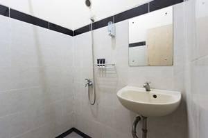 RedDoorz @Pinang Tangerang Jakarta - Kamar mandi