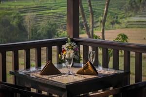 The Citta Villas Mengwi Bali - Meja dan kursi