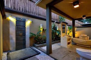Gino Feruci Villa Ubud Bali - Kamar mandi