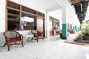 RedDoorz Plus near Alun Alun Selatan Yogyakarta - Interior
