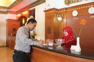 Quds Royal Hotel Surabaya - Layanan