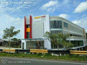 Front One Hotel Airport Solo Solo - BANGUNAN