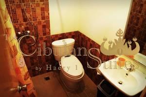 Arimbi Cibulan Suites Puncak - Bathroom