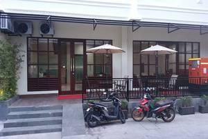 Legenda Beril Hostel Makassar - Eksterior