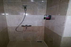 Legenda Beril Hostel Makassar - Kamar mandi