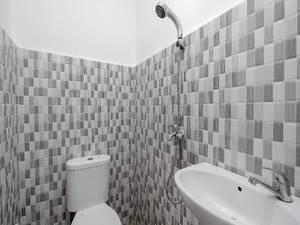 Jopes Homestay Manado - Bathroom