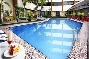 Hotel Singgasana Makassar - Kolam Renang