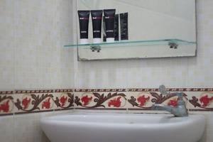 RedDoorz @Pendawa Kartika Plaza 2 Bali - Kamar mandi