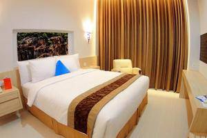 Move Megaland Hotel Solo - Deluxe Tempat Tidur Queen