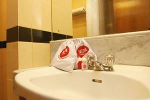 NIDA Rooms Jakarta Kramat Raya - Kamar mandi