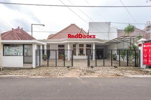 RedDoorz Syariah near Gajayana Stadium Malang
