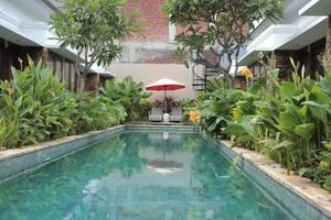 RedDoorz near Lio Square Bali - Kolam Renang