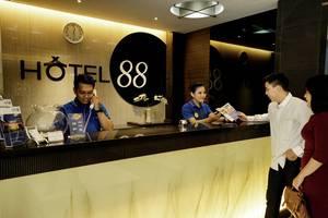 Hotel 88 Mangga Besar Jakarta - Receptionist