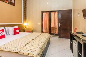 ZenRooms Kedonganan Bantas Kangin Bali - Tempat Tidur Double