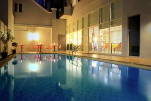 Pesonna Hotel Pekalongan - Swimming Pool