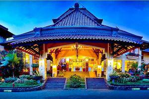 Royal Orchids Garden Hotel Malang - Entrance View