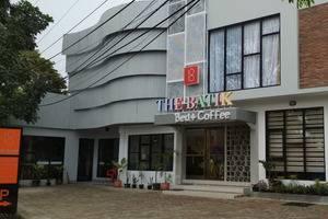 The Batik Bed & Coffee Bandung - nampak depan hotel