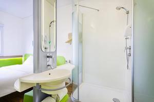 Ibis Budget Bandung Asia Afrika Bandung - Bathroom