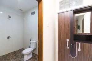 RedDoorz @Buni Sari Kuta 2 Bali - Kamar mandi
