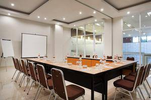 Amaris Hotel Mampang Jakarta - Meeting room