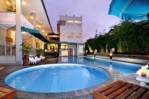 Cakra Kusuma Hotel Yogyakarta - Kolam Renang Alamanda