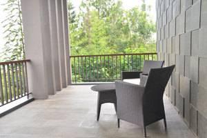 3 BR With Pool Villa Dago City Views Bandung - Balcony