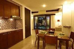 Seminyak Town House Bali -  Dapur dan ruang makan