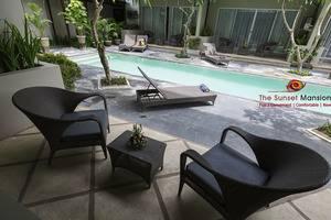 Sunset Mansion Bali - KAMAR DENGAN BALKON YANG MENGHADAP KE KOLAM RENANG