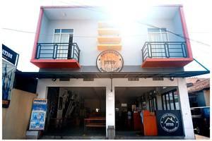 Budi House & Food Station Bandung - Muka Depan Hotel