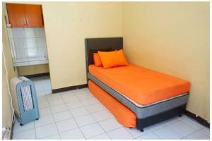 Budi House & Food Station Bandung - Twin Bed