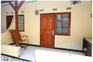 Budi House & Food Station Bandung - Pintu Masuk Kamar