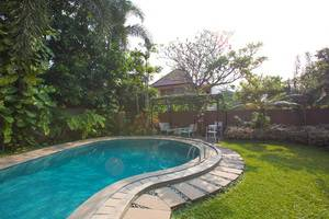 W Home Palem Jakarta - Kolam Renang