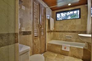 Jayakarta Hotel Lombok - Kamar Mandi Junior Suite