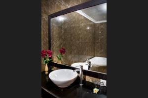 Sindhu Mertha Suite Bali - Bathroom Sink