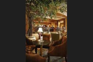 Crowne Plaza Hotel Jakarta - Hotel Bar