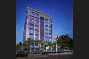 ibis Kemayoran Jakarta - Hotel Front - Evening/Night