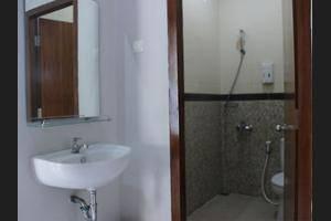 Twin Star Solo - Bathroom