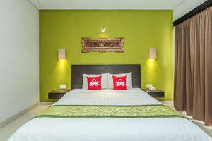 ZenRooms Ubud Pengosekan Premasanti - Tampak tempat tidur double
