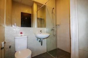 NIDA Rooms Pelta Raya 78 Makassar - Kamar mandi