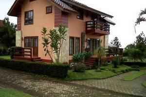 Villa Istana Bunga 4 Bedrooms Bandung - Villa Blok L1 No. 2