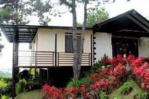 Villa Istana Bunga 4 Bedrooms Bandung - Villa Rotensia