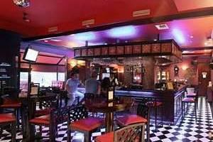 Hotel Ambhara Blok M - d'Barons Pub