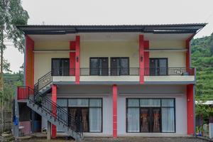 RedDoorz @ Gerbang Dieng Plateau Area