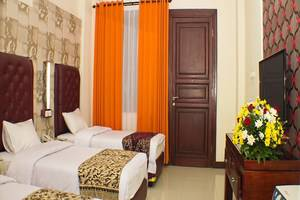 Grand City Hotel Malang - Deluxe Triple Room