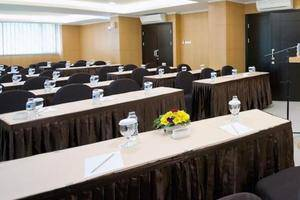 The Travelhotel Cipaganti - Meeting Room