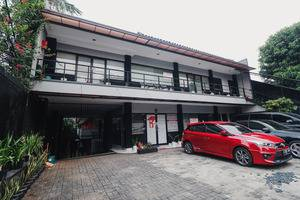 RedDoorz Plus near RS Fatmawati 2